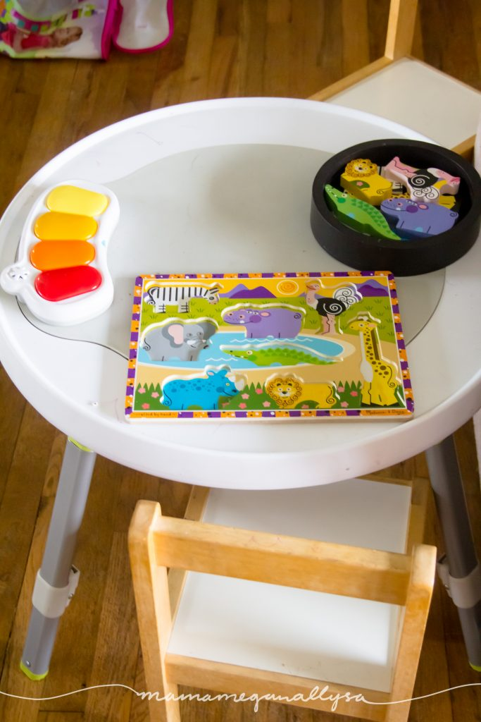 activity table with safari puzzle