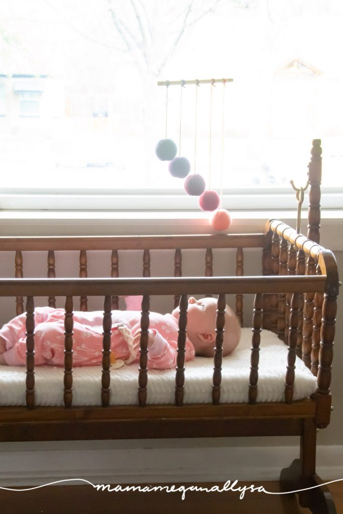 Your Montessori Gobbi mobile helps your newborn develop both their eyesight and they visual discrimination of colors